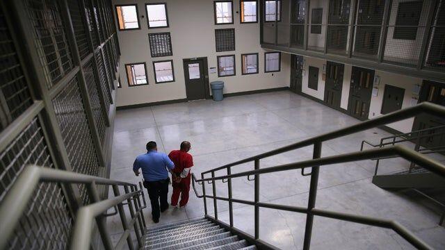 خبرنگاران اعتصاب غذای 150 پناهجو برای آزادی از زندان آمریکایی ها