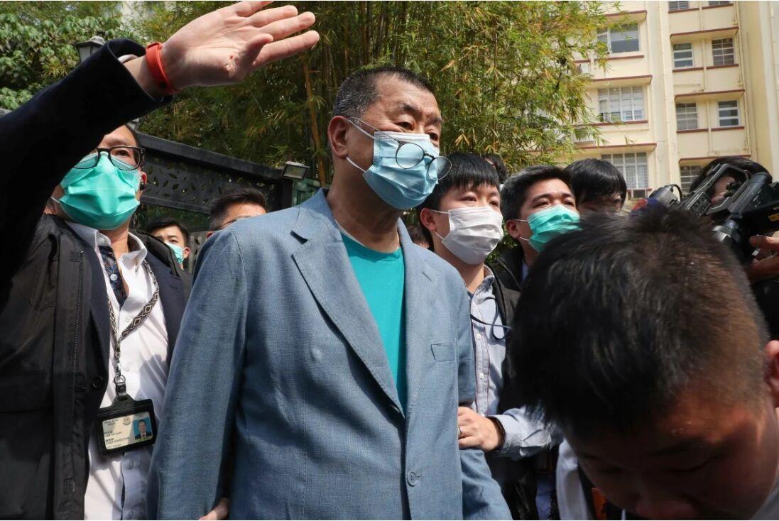 خبرنگاران پلیس هنگ کنگ 14 معترض سرشناس را بازداشت کرد